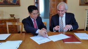 Firma del Memorandum of Understanding tra il Centro di Ateneo per i Diritti Umani e l'Istituto per i Diritti Umani dell'Università di Guangzhou (Cina), 10 maggio 2017, Palazzo del Bo, Università di Padova.