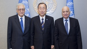Secretary-General Ban Ki-moon (centre) meets with Nabil El Araby (right), Secretary-General of the League of Arab States, and Lakhdar Brahimi, Joint Special Representative of the UN and the League of Arab States for Syria. 27 September 2012