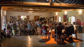Il tavolo dei relatori: da sinistra, di spalle, Claudia Pividori ricercatrice, Shirin Ebadi, l'interprete Ella Mohammadi e Don Bruno Baratto, presidente di Ritmi e danze dal mondo.