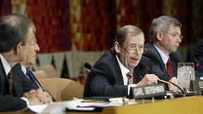 Vaclav Havel(centre) comments on the situation in North Korea at the UN Headquarters, 16 November 2006