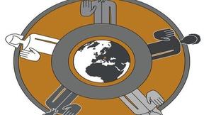 Logo con un mondo al centro e 5 uomini intorno.