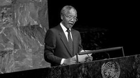Nelson Mandela parla al Comitato speciale contro l'apartheid nella sala dell'Assemblea Generale delle Nazioni Unite, giugno 1990