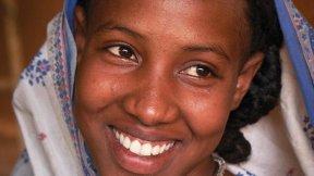 """Copertina del rapporto """"A New Era for Girls: Taking stock on 25 years of progress"""" realizzato dall'UNICEF"""