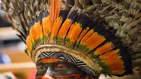 Un delegato indigeno nella Sala dell'Assemblea generale all'apertura della dodicesima sessione del Forum permanente delle Nazioni Unite sulle tematiche indigene