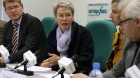 L'Ambasciatrice Heidi Tavaglini, capo della missione di osservazione elettorale in Russia dell'ODIHR/OSCE del 4 marzo 2012, annuncia l'inizio della missione elettorale alla confernza stampa a Mosca, 26 gennaio 2012
