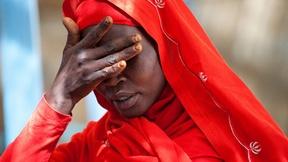 Una donna che vive nel campo profughi di Kutum, nord Darfur, esprime il suo dolore per l'aumento delle violenze sessuali nell'area, 2012