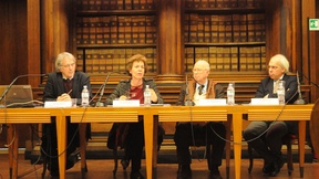 "Tavolo dei relatori, da sinistra: Léonce Bekemans, Katérina Sténou, Antonio Papisca, Marco Mascia - Convegno ""Challenges and Opportunities on Human Rights-based Intercultural Competences"", Università di Padova, 23 marzo 2015"