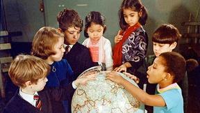 Gruppo di bambini alla scuola internazionale delle Nazioni Unite, New York