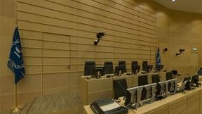 Una panoramica dell'aula vuota della Corte Penale Internazionale a L'Aia