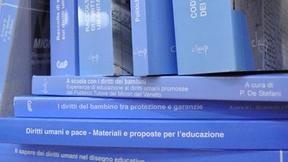 """Immagine dei volumi dei """"Quaderni. Ricerca e documentazione interdisciplinare sui diritti umani"""", pubblicati dal Centro Diritti Umani"""