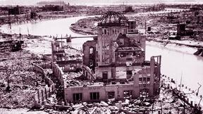 Un edificio distrutto dalla bomba atomica sganciata ad Hiroshima, Giappone, il 6 agosto 1945