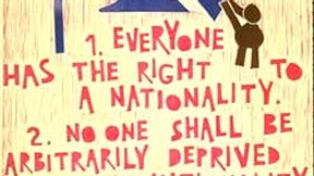 Poster con disegno e testo dell'art. 15 della Dichiarazione universale dei diritti umani.