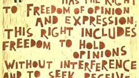 Poster con disegno e testo dell'art. 19 della Dichiarazione universale dei diritti umani.