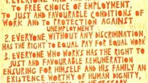 Poster con disegno e testo dell'art. 23 della Dichiarazione universale dei diritti umani.