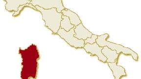Carta geografica politica dell'Italia, suddivisa con i confini delle 20 regioni, su sfondo chiaro con evidenziata in rosso l'area del territorio della Regione Sardegna.