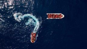 salvataggio di migranti dispersi in mare