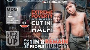 immagine di un paese povero con bambini poveri e scritte che riguardano la povertà