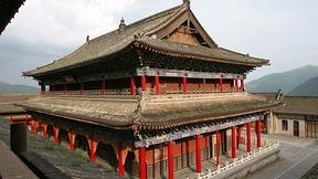 Immagine del tempio Jin'ge, Mont Wutai, Cina, con il caratteristico tetto a pagoda. Patrimonio mondiale dell'Umanità UNESCO.