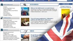 Una istantanea dalla homepage del sito in italiano con una bandiera inglese sovrapposto sull'angolo in basso a destra