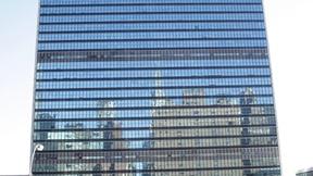 Lavori di rimozione di alcune finestre nella facciata del palazzo delle Nazioni Unite, sede del Segretariato (2010)