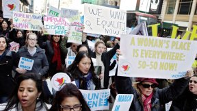 Donne in marcia a New York per l'uguaglianza di genere