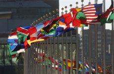 Bandiere degli Stati membri dell'ONU, all'esterno del quartiere generale delle Nazioni Unite, New York (USA)