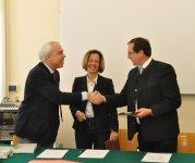 Da sinistra: Marco Mascia, Direttore del Centro diritti umani, Burgi Volgger, Presidente dell'EOI, Josef Siegele, Segretario generale dell'EOI.